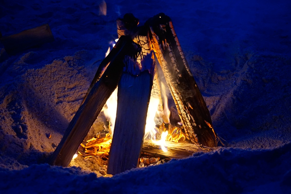 beachbonfire.jpg