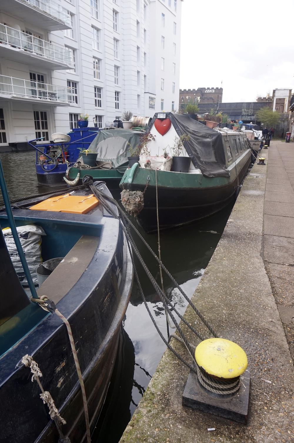 regentscanalhouseboat.jpg