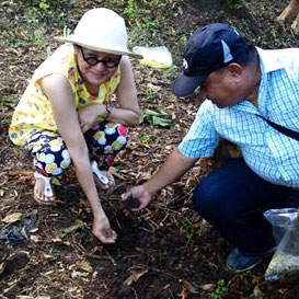 Patis Tesoro and Dr. Ed Renin during the ceremonial planting of cotton.