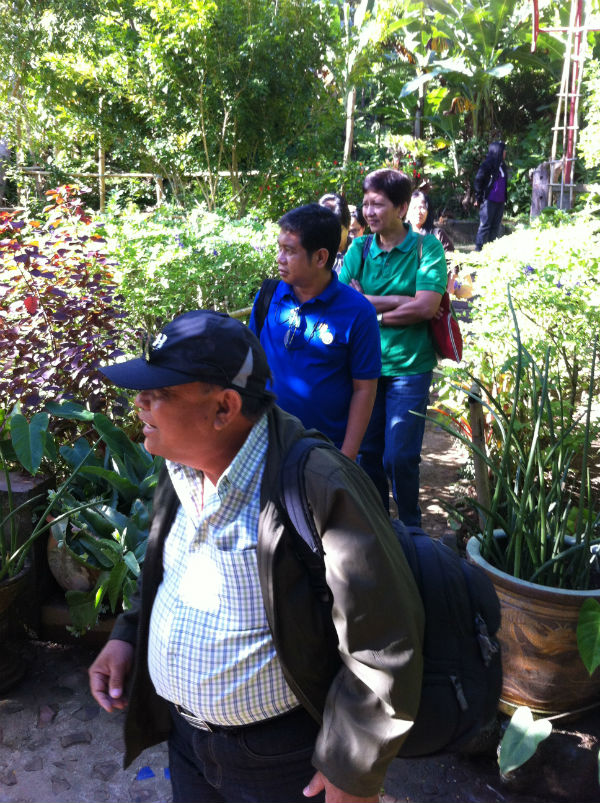 Dr. Edison Rinen is in the house! Well, actually at the farm of Patis Tesoro in Tesoro del Monte in Tiaong, Quezon.