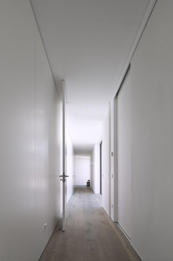 52cbfddde8e44e1bc800009f_comporta-house-rrj-arquitectos_10_72-664x1000.jpg
