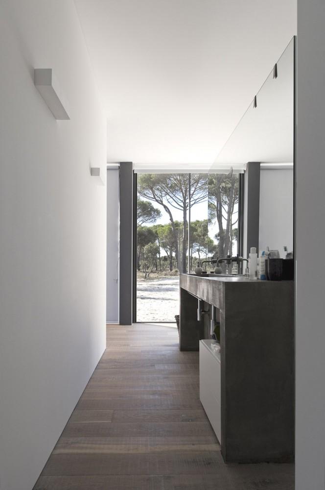 52cbfdfae8e44e3a3c000088_comporta-house-rrj-arquitectos_12_49-664x1000.jpg