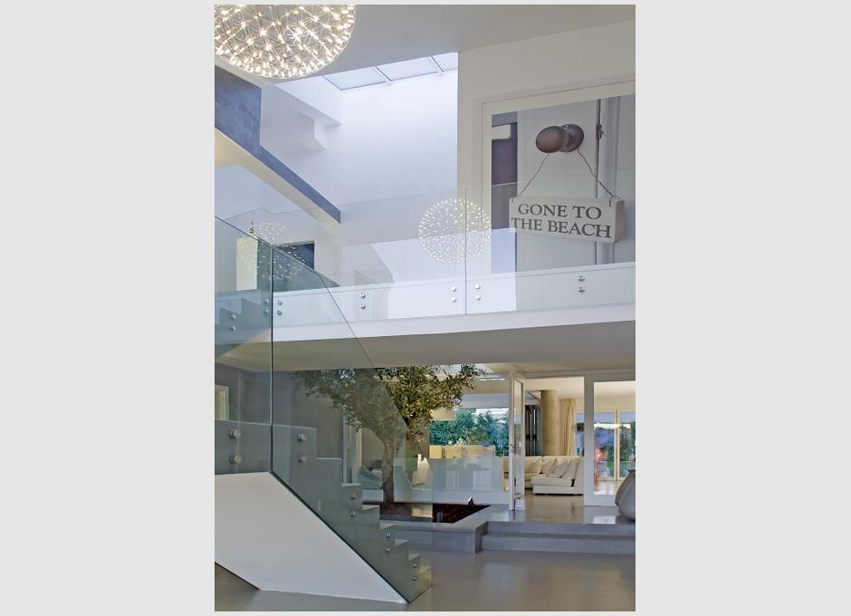 09Entrance-hallway.jpg