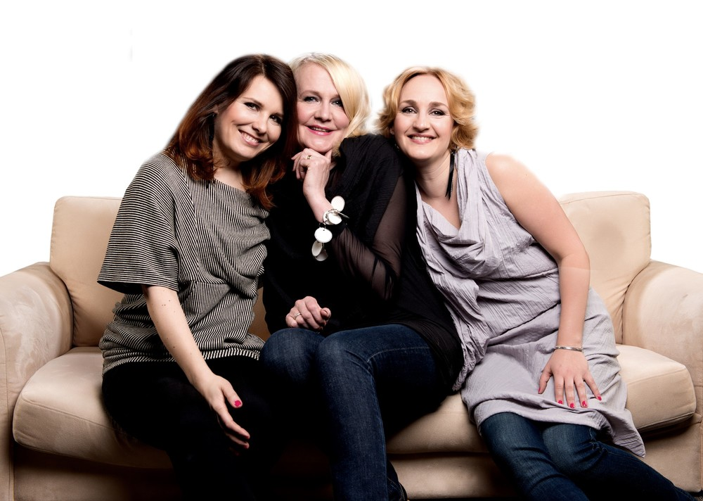 Kodin Kuvalehden lukijoiden tarinoihin pohjautuva esitys äideistä ja tyttäristä jatkaa useamman sukupolven naurattamista ja itkettämistä myös keväällä 2015. 8.1.-8.9.2016 | Osta liput >> Lue lisää >>