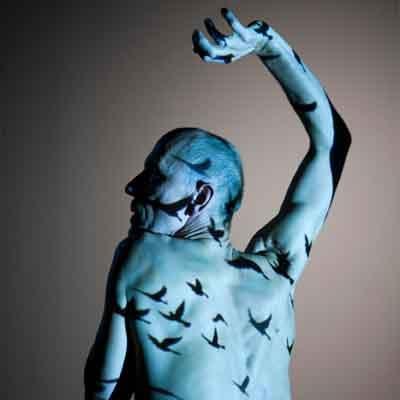 Tanssin voimahahmo Alpo Aaltokosken 30-vuotistaiteilijajuhla.       Kehon muistissa kulkee koko historiamme, ainutkertainen nykyhetki ja huomisen mahdollisuus.Navigatio viittaa yhteen ihmisen perustavanlaatuisimmista tarpeista: henkisen yhteenkuuluvuuden etsimiseen ja kotoisuuden kokemiseen.      Lue lisää >>