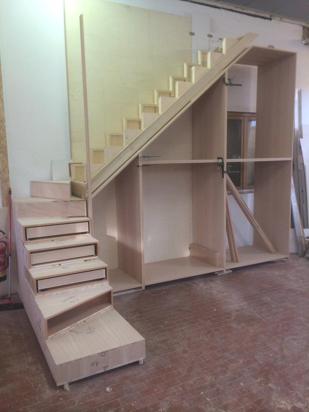 premontaggio scala con armadio