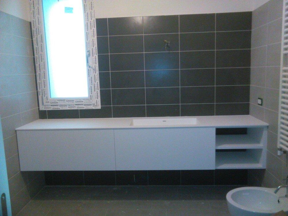 bagno laccato bianco con top in corian