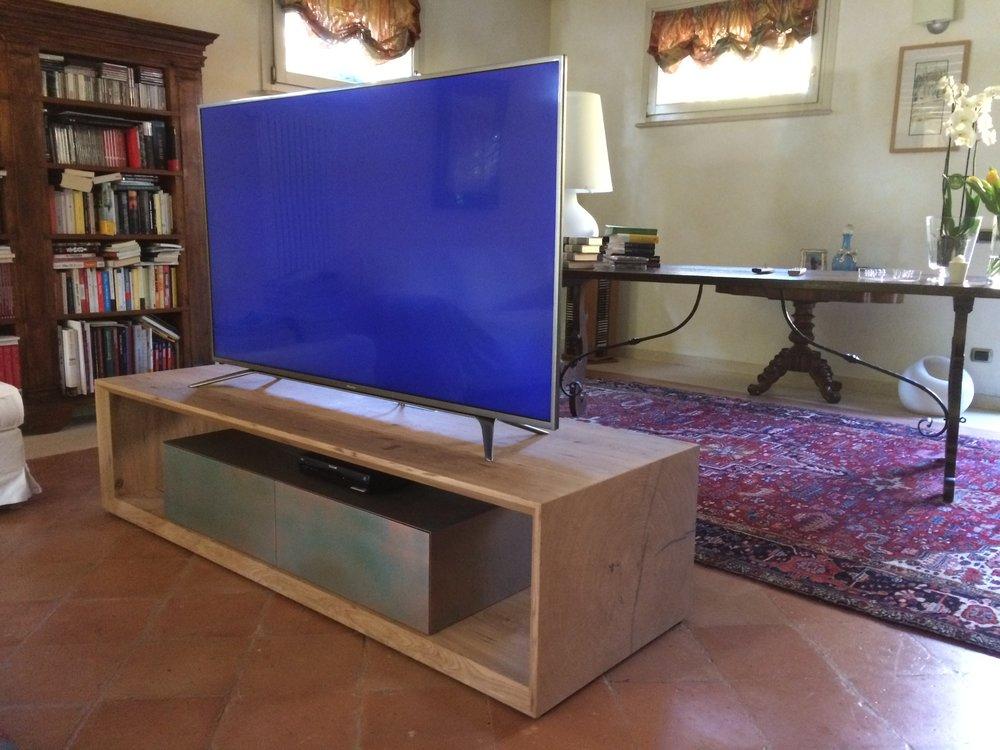 box tv in rovere tranciato testa e rame ossidato