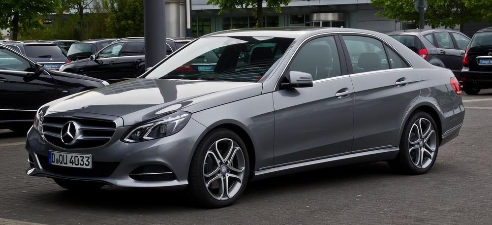 Mercedes-Benz_E_200_CDI_Avantgarde_(W_212,_Facelift)_–_Frontansicht,_25._Mai_2013,_Düsseldorf.jpg