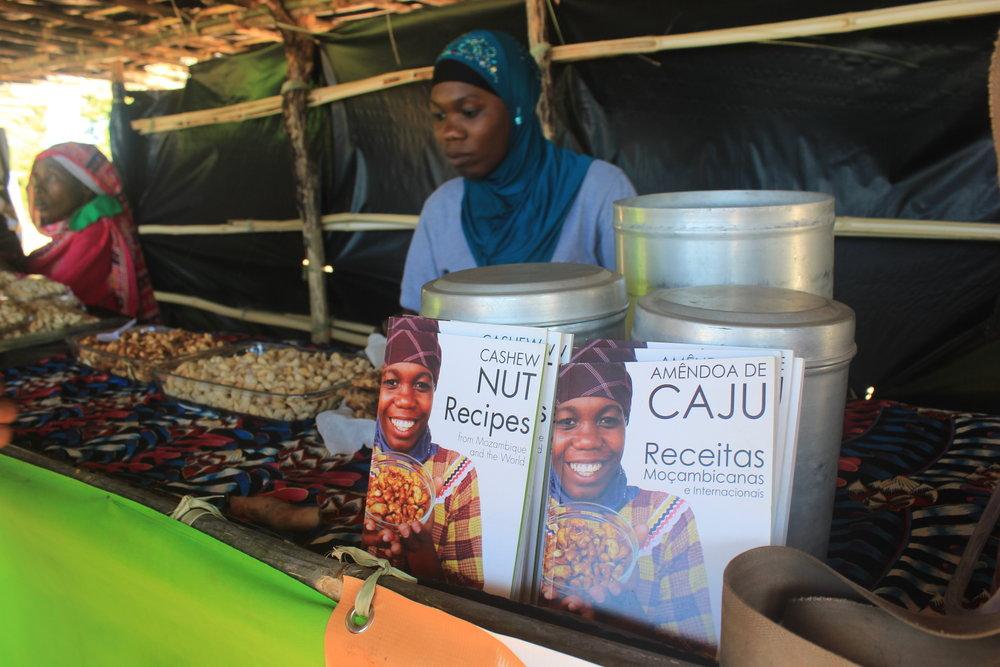 Mueda district, Cabo Delgado province  – MozaCajú promotes different methods of cooking cashew through its Cashew Nut Recipes book |  MozaCajú promove métodos diferentes de cozinhar a castanha de caju através do seu livro da Receitas de Amendôa de Caju