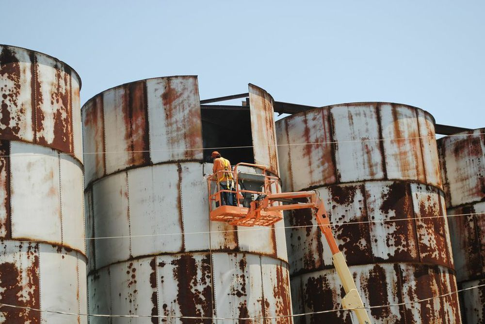 Cutting into the silo before removal