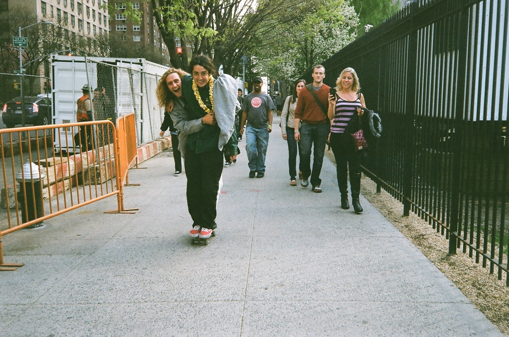 """""""NYC, Rowan all laid, tandem boarding. Mrs Nieratko to the right, what a lovely time we had in the big apple. RIP Ryan Dewitt"""""""
