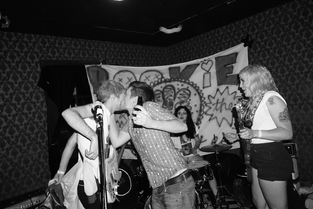 A fanboy runnin' onstage to kiss Pookie at the East Room.