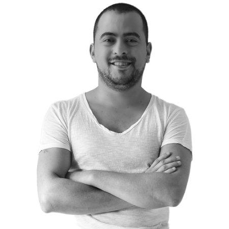 Expositor:Edson Brizuela Sibaja, Estrategaen BTL,comunicador experto en diseño gráfico yfundador dela agencia Media Naranja.