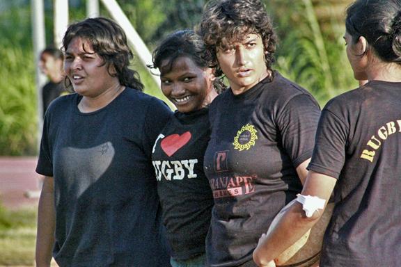 Nikki, Bhagya, Vhabiz and Rutu get ready to scrum down during a 7s training session
