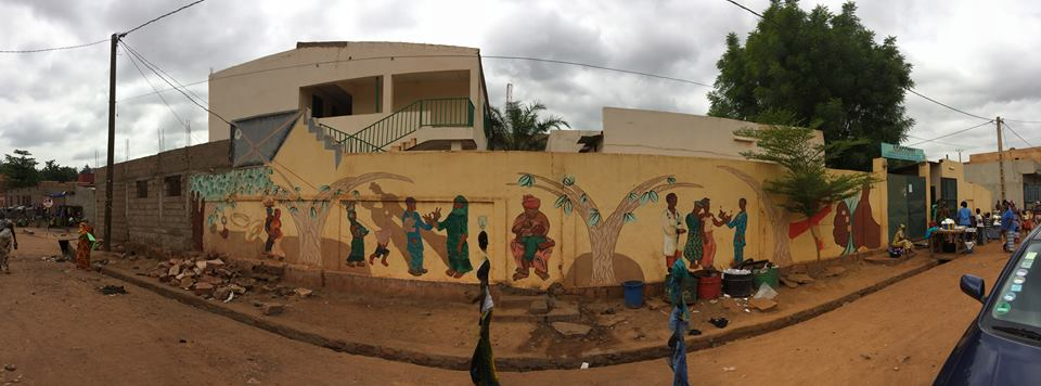 There has been a bit of construction at the Hope clinic (our HIV clinic-within-a-clinic) in Sikoro - expansion of the lab to accomodate a CD4 T cell counter . . and... editing of the mural by Eduardo Pineda