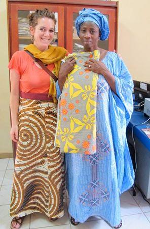Avec Mme Penda, sache-femme et éducatrice sur la risque de cancer du col de l'uterus au Mali.