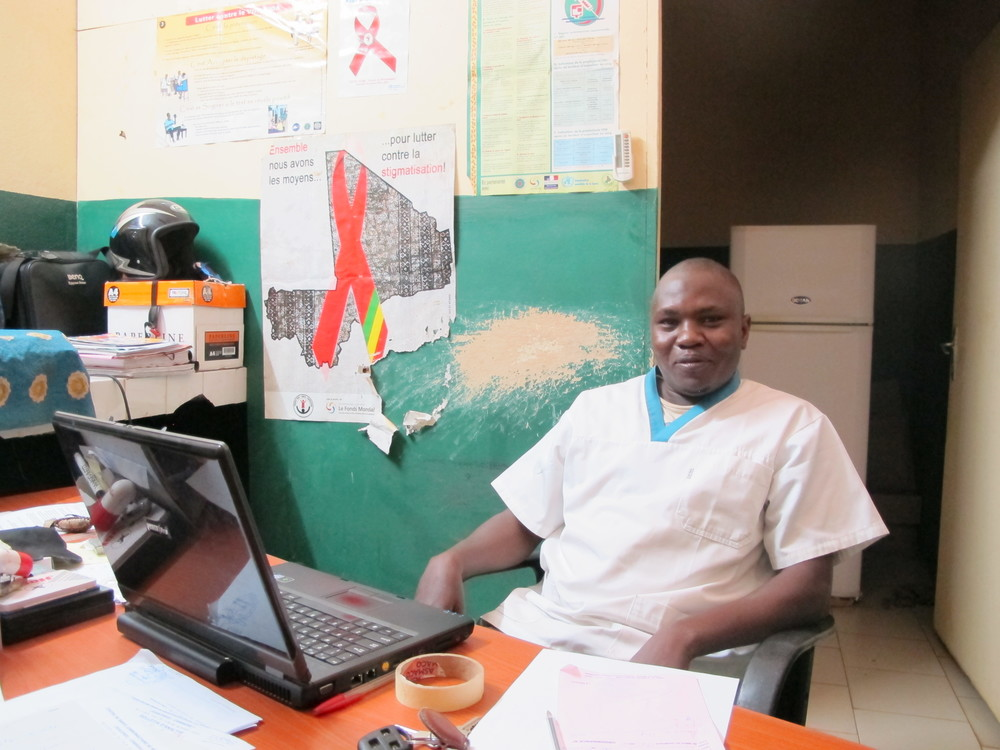Dr. Lassina Yaya Diarra, Pharmacist specializing in HIV care