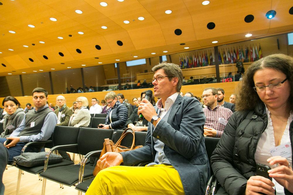 Daniel Hjorth asks a question on the keynote session with Martin Ruef.