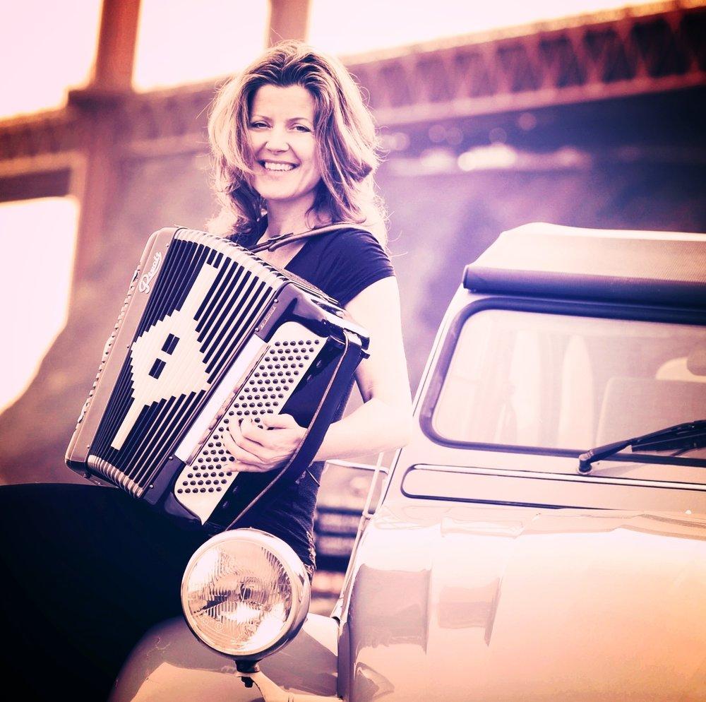 lone-accordion.jpg