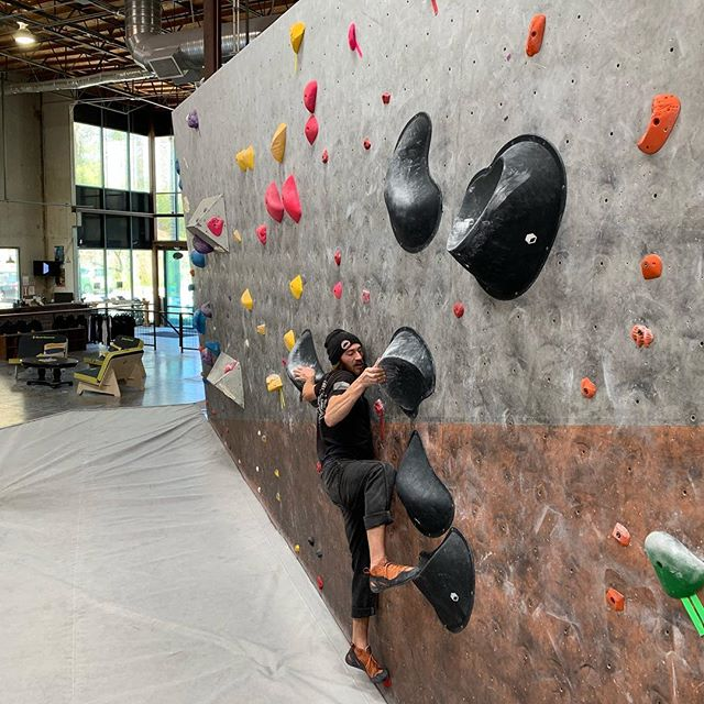 Robby boy forerunning the newest slab set in his Butora Alturas. Wanna see more of what @climbbutora has to offer? Come by tomorrow evening for their shoe demo!