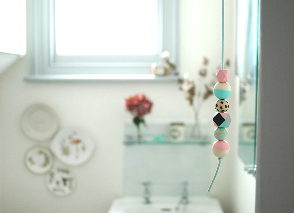 DIY: Wooden bead light pull
