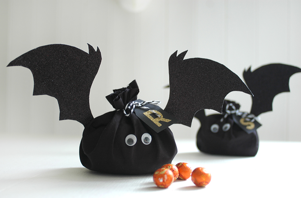 DIY: Halloween bat treat bags