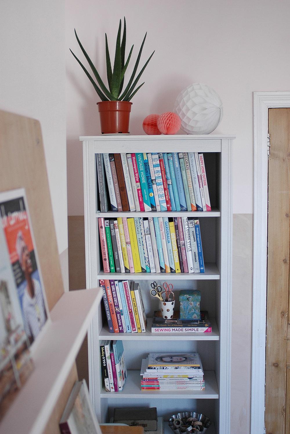 Bookcase: Ikea