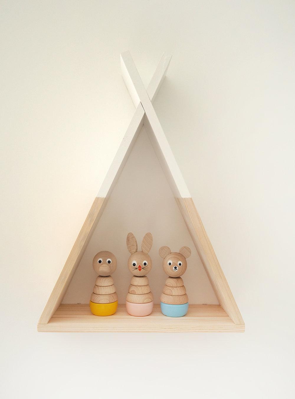 child's room wall shelf