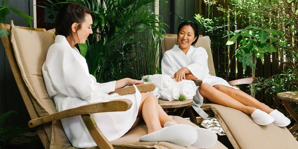 Women-in-the-garden-spa-wearing-waffle-spa-robes_2000x.jpg