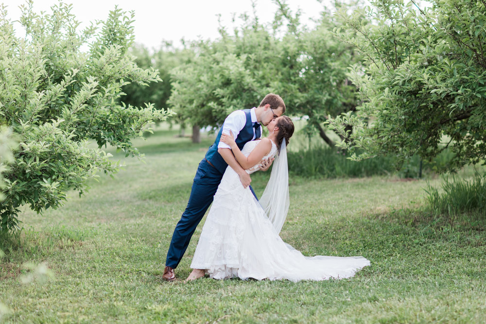 Missouri Red Barn Farm Wedding