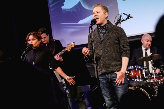 Daphne Rubin-Vega and Anthony Rapp, original Broadway cast members of Rent, sing a song from Rent in tribute to Jonathan Larson. Photo: Marc J. Franklin for Playbill