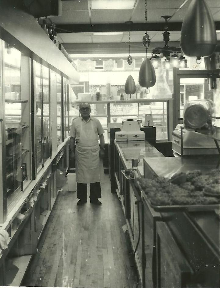 Sal @ Allerton Ave location 1974.jpg