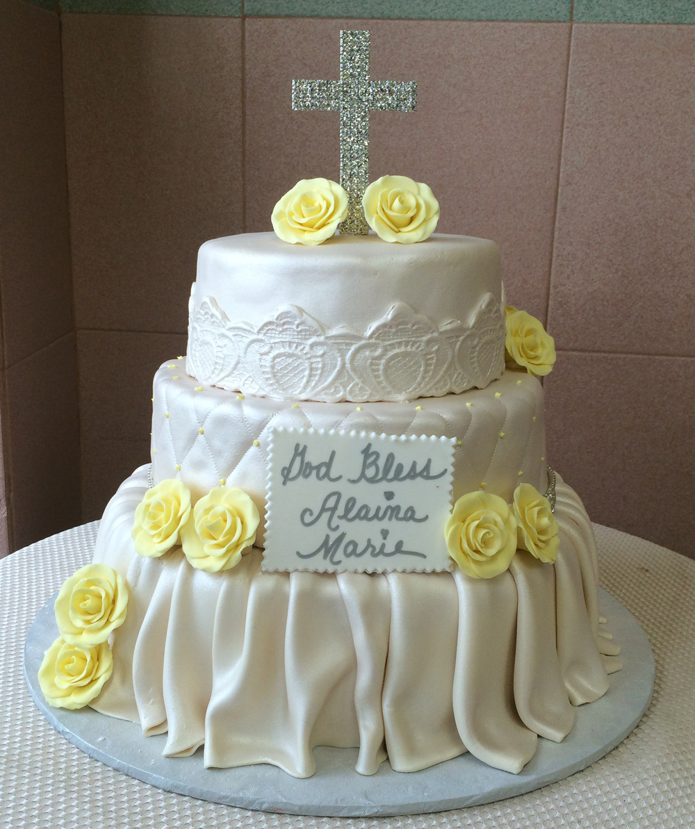 IvoryRolledFondant.PearlizedSkirtted.quiltted.Appliques.crystalCross.Yellowgumpasteroses.JPG