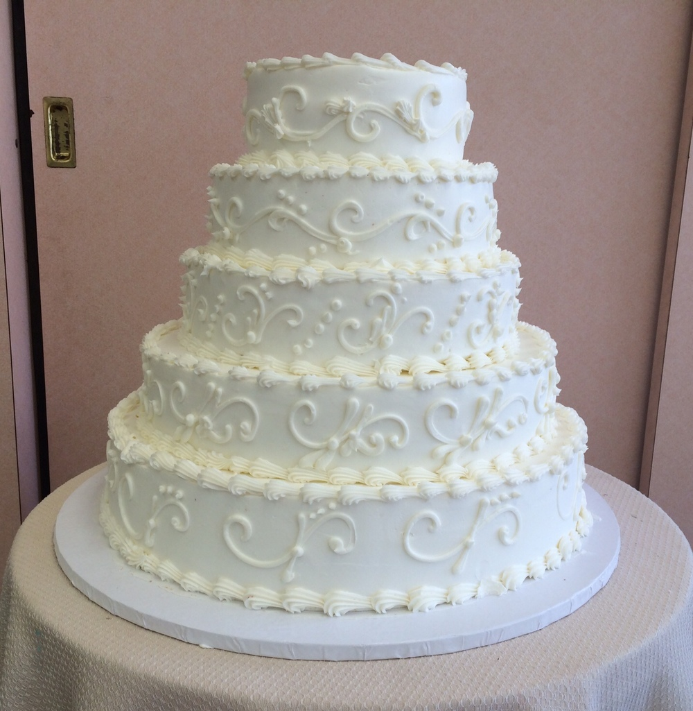 29 Wedding Cakes With Vintage Vibes: Sal & Dom's Pastry Shop