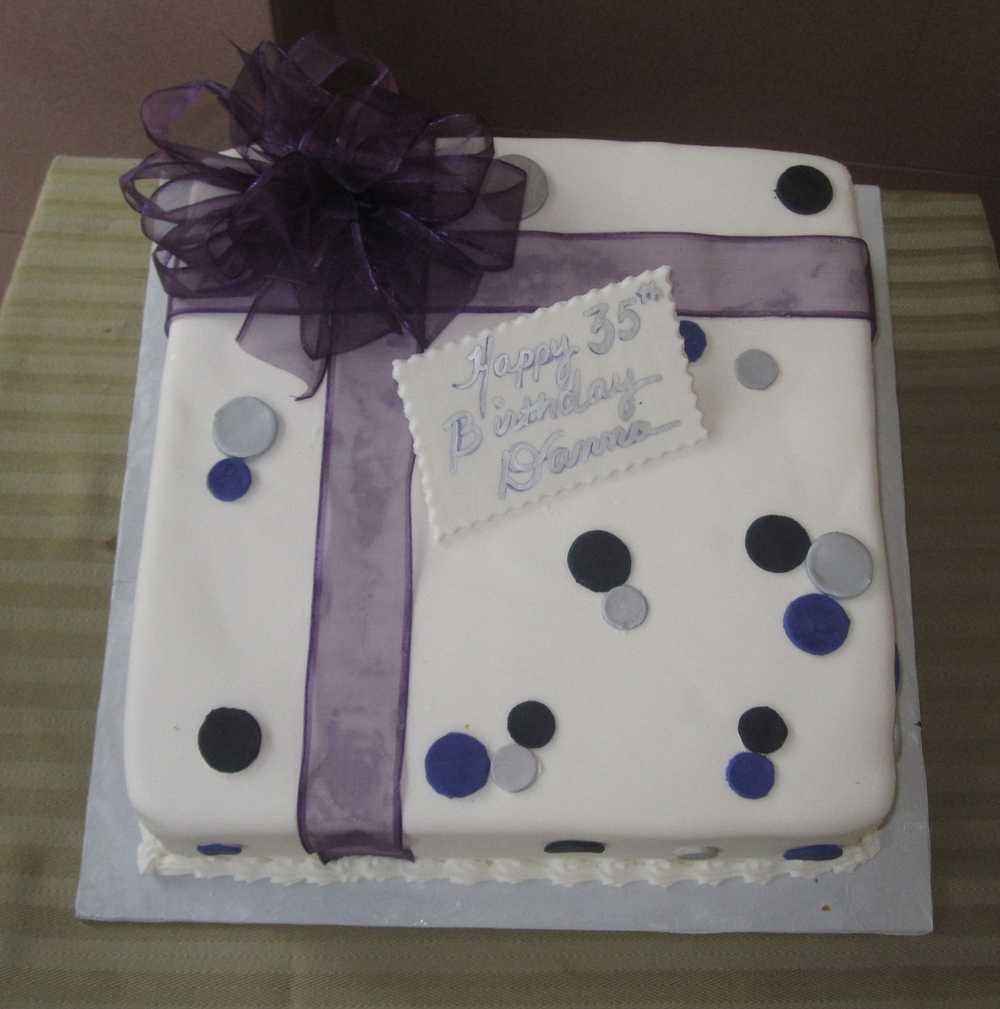 Rolled Fondant Single Tier Gift Box with Material Ribbon & Polka DotsRF