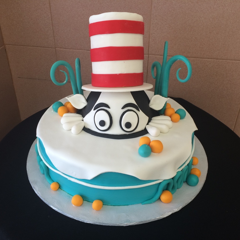 Cat in the hat rolled fondant cake.jpg