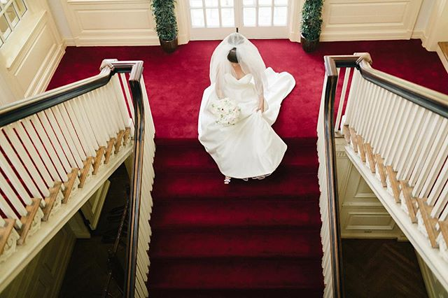 I've always loved this perspective of the staircase at @allertonpark. Such beautiful light and the white wedding dresses really pop against those reds. Here @emilybreitweiser walks down the staircase right after getting into her dress for her beautiful wedding at #allertonpark. . . . . . #champaignwedding #monticellowedding #champaignweddingphotographer #weddingphotography #weddingphotographer #bride #loveauthentic #makemoments #portraitperfection #junebugweddings #portrait #ryantimmphotography #weddinginspiration #moments #love #togetherforever #instawedding #firstandlast #wedchicago #allertonparkweddings #monticellowedding