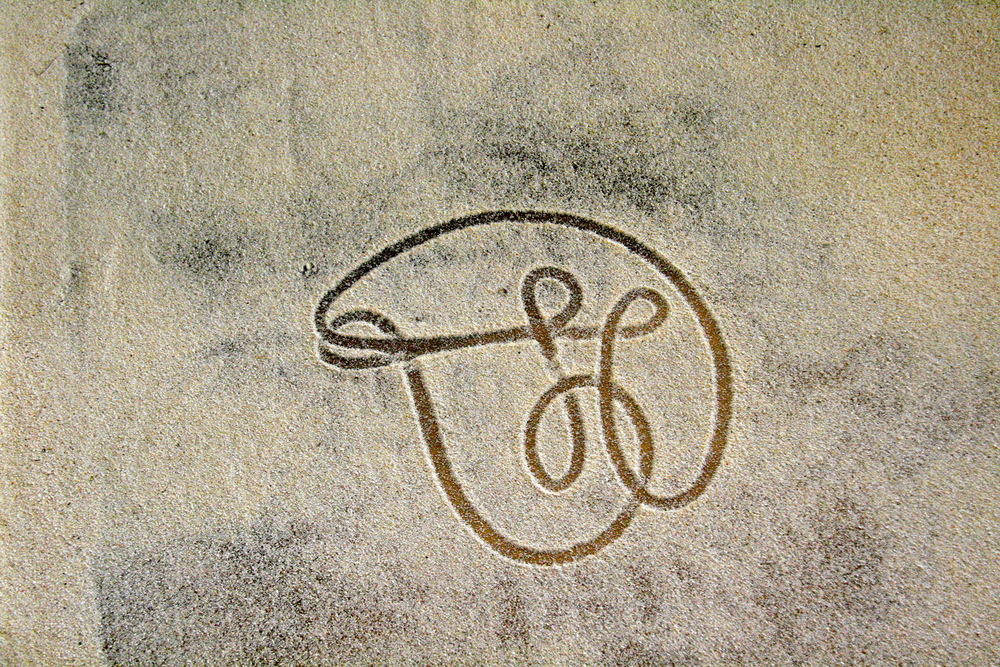 "This sand droing motif means. ""I'll be back!"" - This message was to become a poignant symbol in communicating with  the very inspiring Edgar."
