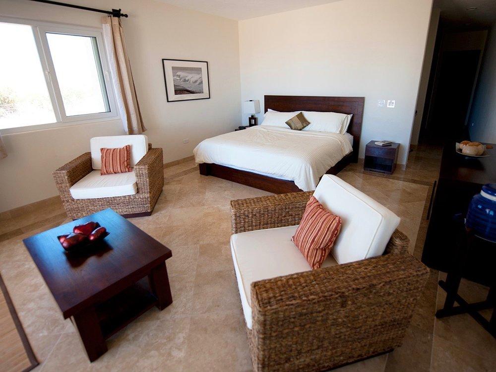 guest room single.jpg