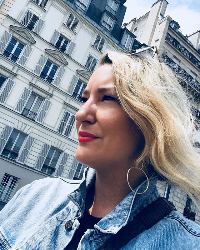Back in Paris for the first time in a decade 😱 What a trip! Paris you are crazy as ever and more beautiful than ever! 💗❤️🇫🇷🌹 #daysinfrance #parisonfoot #paris #travel #art #food #friends #redlips @vucosmetics_
