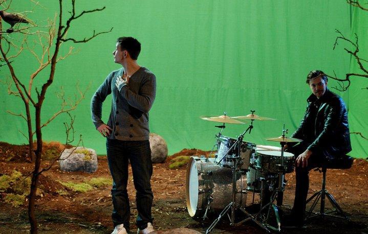 Daniel Bramme with Oskar Bonde from Johnossi - Green Screen