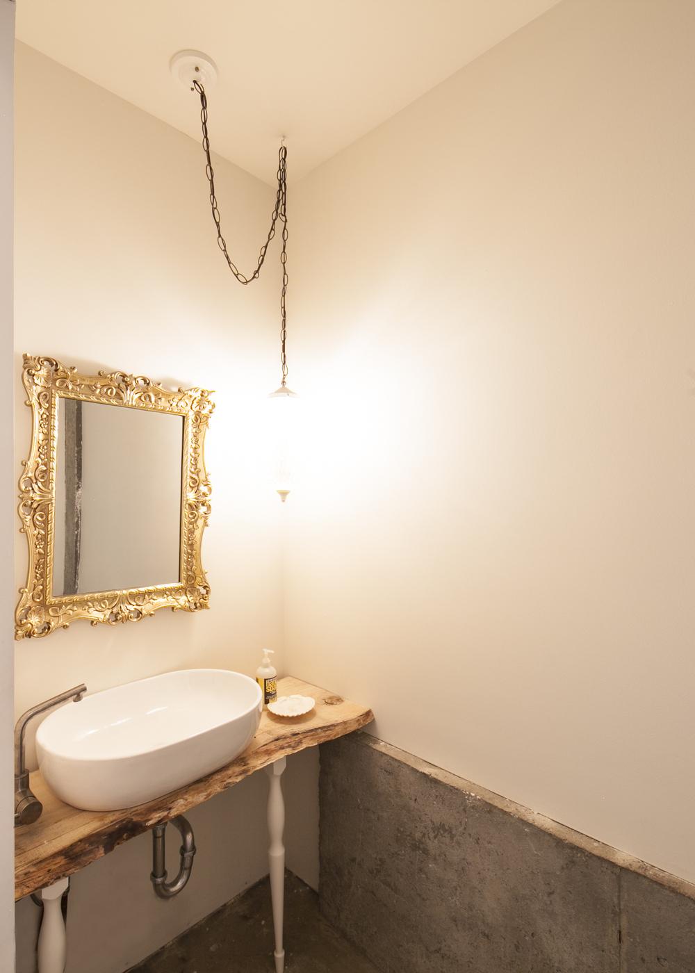 Restroom 01.jpg
