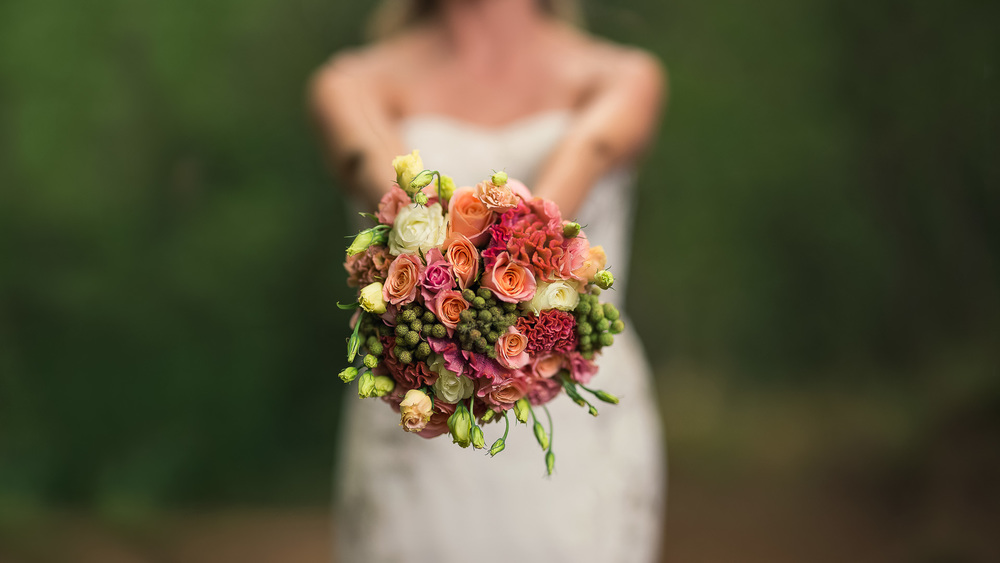 Wedding-bouquet-bride-married-dress