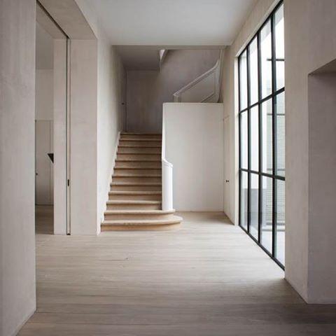 Warm minimal #inspiration #simplicity #interiors #vincentvanduysen