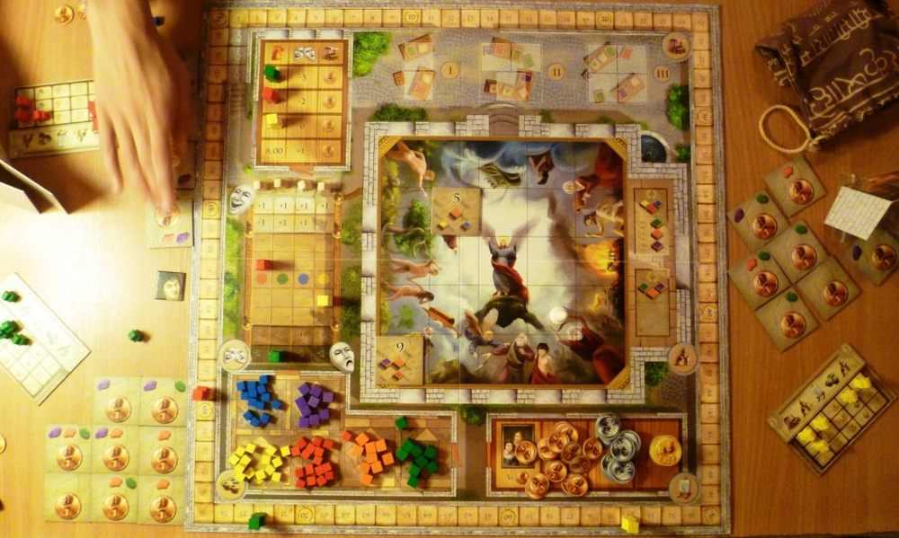 "Fresco board at games end with Red winning and all bar 2 of the centre tiles ""painted"""