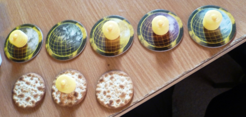 Yellow attempts to create confusion at game start with some wafer planets