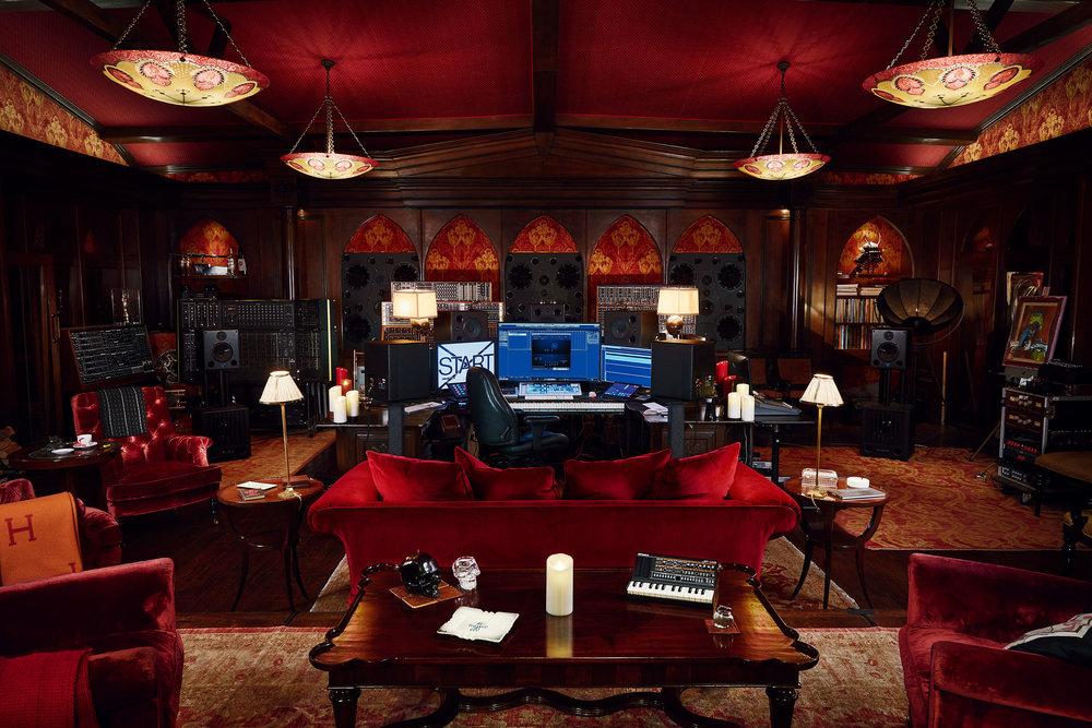 Hans Zimmer Control Desk F/11 4 Secs ISO 100