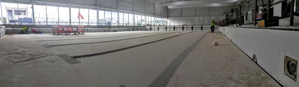 Moving floor raised on one half of the 50m pool