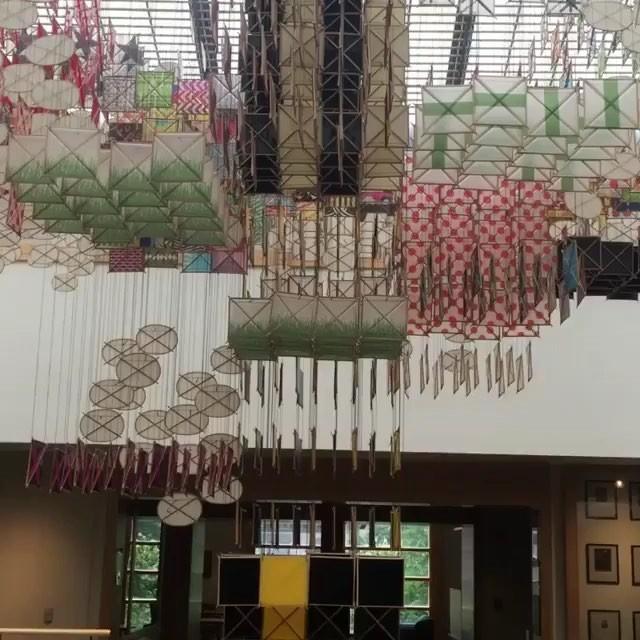 Reposted video from @washiarts - 360 degree of the Jacob Hashimoto paper sculpture at @whitmancollege. • • • I took the close up photos of Keiko Hara's prints around the corner. • • • • • #artlife #macartscouncil #workworkwork #wallawalla #crosscountrytrip #artgrant #printmaking #woodblockprinting #continuingeducation #macgrant #whitmancollege #learnsomethingnew #wallawalla #mokuhanga #handsandhustle #latergram #仕事中 #tuulamoilanen #木版画 @macartscouncil @visitwallawalla @discoverwallawalla #jacobhashimoto